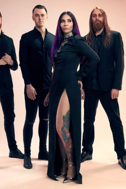 """UK Modern-Metal, Skarlett Riot, Stay Undefeated with """"Invicta"""""""